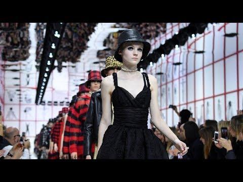 Показы Недели моды в Париже посвятили наследию Лагерфельда