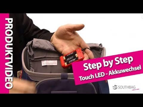step by step schulranzen touch led akkuwechsel youtube. Black Bedroom Furniture Sets. Home Design Ideas