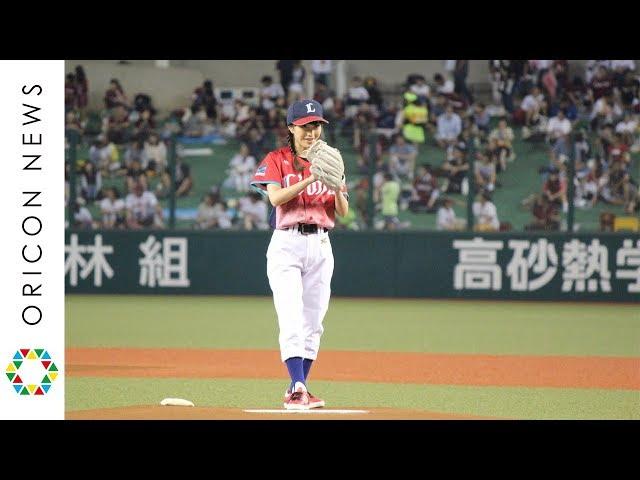 ももクロ・百田夏菜子、始球式で見事なノーバン2連発 因縁の相手「ライナ」に完勝 『ライオンズ フェスティバル 2017』