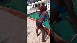 See how a girl is twerking wotonono