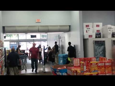 Ratchet fight at Ghetto-Mart in Erie,PA