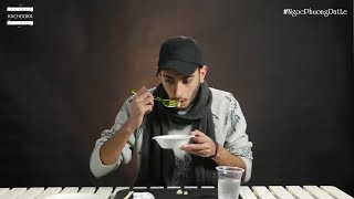 Người nước ngoài nổi da gà khi ăn thử món ăn mà trẻ con được phụ huynh bồi bổ khá nhiều | Hài Mỹ