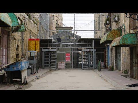 Walking in Hebron (Palestine)