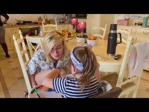 2-летняя дочь Полины Гагариной  кормит маму с ложечки кашей