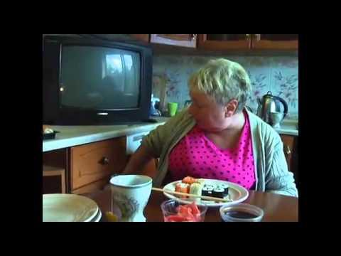 Ржачно ест бабка суши