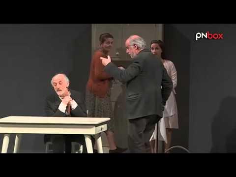 Toni Servillo e Peppe Servillo in LE VOCI DI DENTRO di Eduardo De Filippo