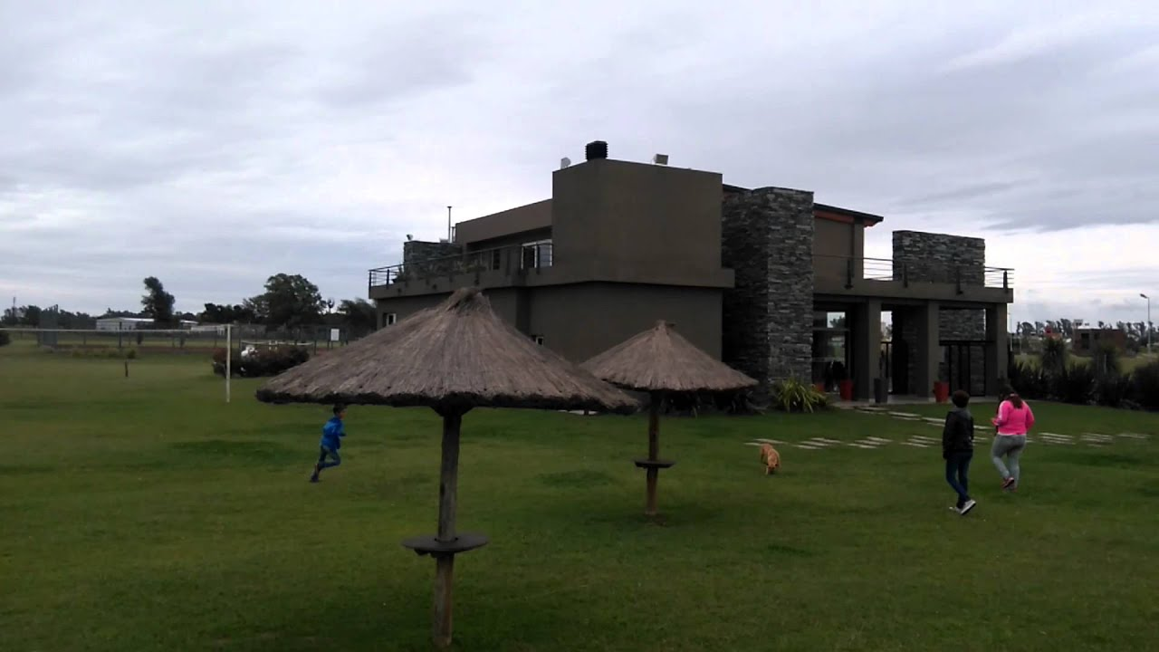 Casa club Barrio Los Tilos Río Cuarto - YouTube
