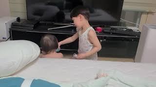 6살 아들 동생 분유먹이기 도전 힘내라 아들 인생은 실…