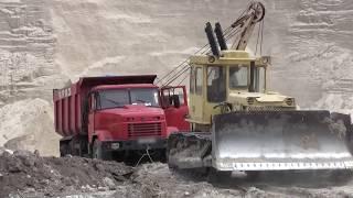 КРАЗ застрял в песке