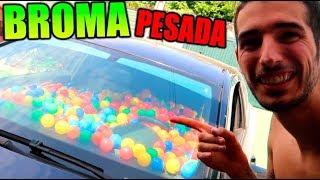 LE LLENO EL COCHE DE PELOTAS !! (SE ENFADA) BROMA MUY PESADA CON CÁMARA OCULTA thumbnail