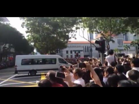 RAW:Singaporeans down to street, bid farewell to Lee Kuan Yew