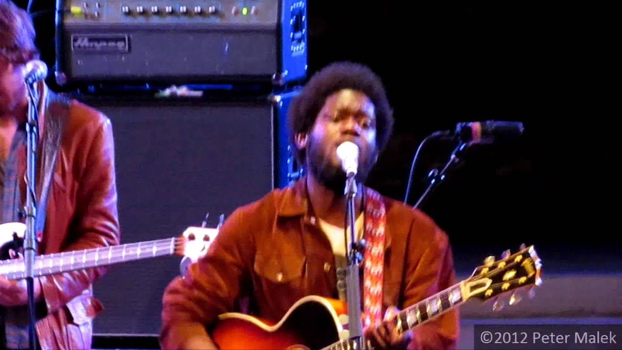 michael-kiwanuka-tell-me-a-tale-live-at-the-ford-amphitheatre-goosee9