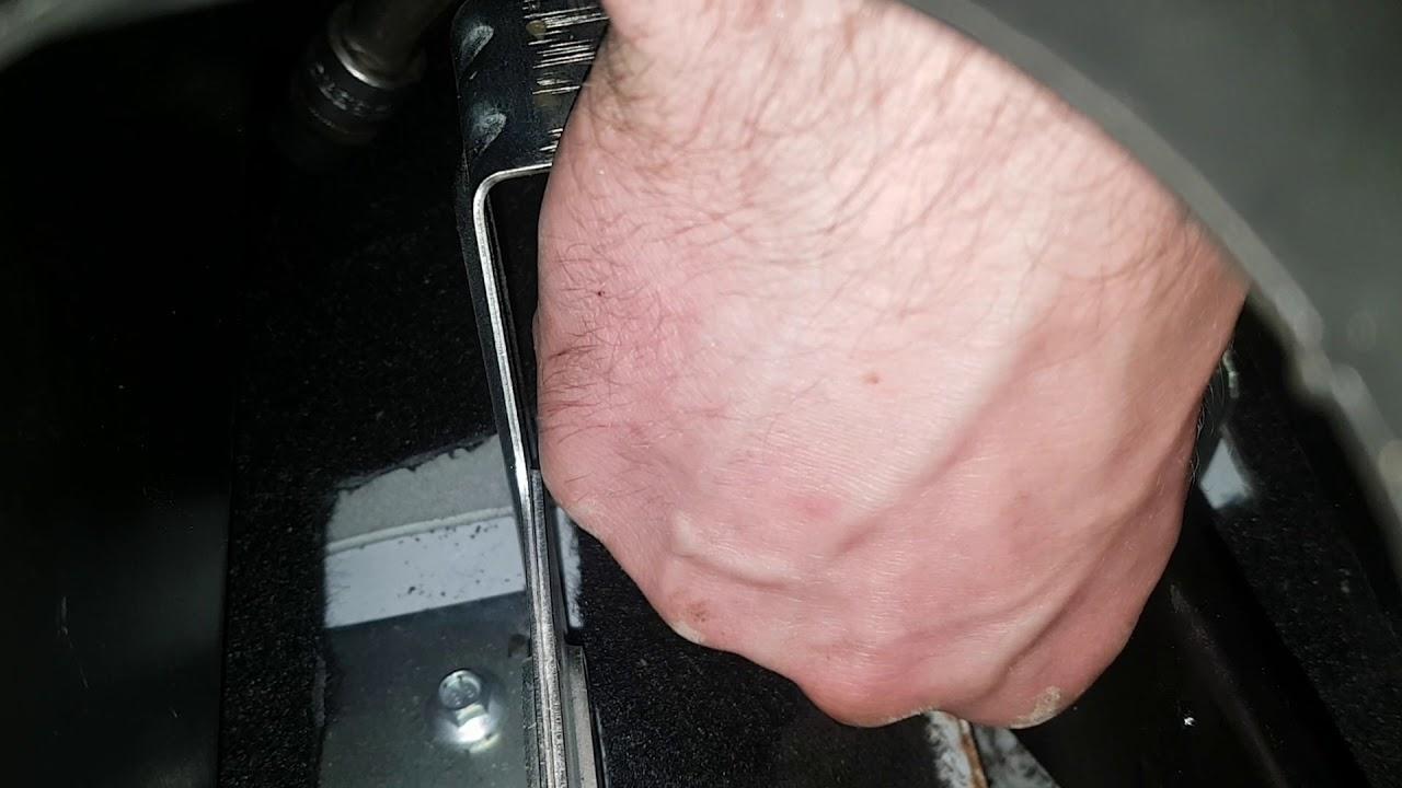 Как поменять короткий трос ручника на Шниве?