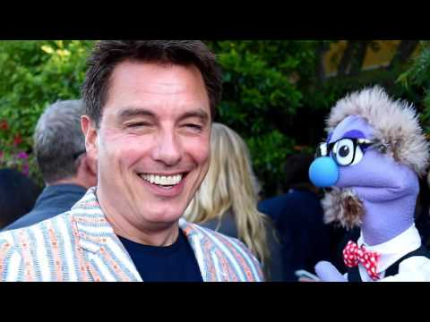 That time John Barrowman talked to a puppet on the red carpet at The 42nd Annual Saturn Awards.