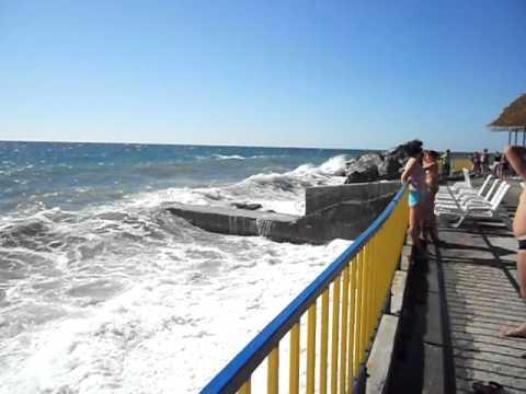 Алупка: Шторм на пляже