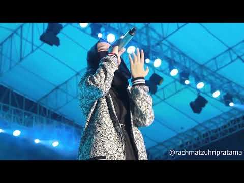 nissa-sabyan---allahumma-labaik-(live-konser-indonesia-sejuk)