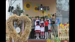 Ośpiewywanie wieńca dożynkowego przez sołectwo Sadków - Dożynki Gminne Łagów 2012
