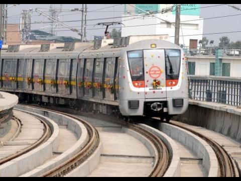 Delhi Metro Train | Full Speed | Fastest Train In India | Stop for 1/2 minite