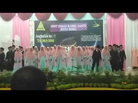 Persembahan wisudawan dan wisudawati SDIT Insan Kamil angkatan ke 7