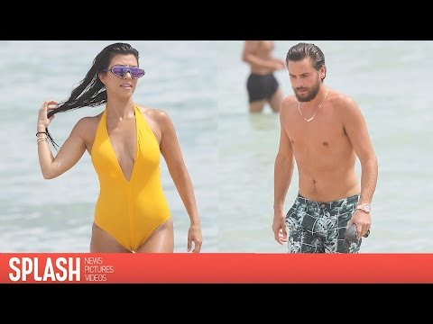 Kourtney Kardashian Flaunts Stunning Beach Body with Scott Disick And Kids | Splash News TV