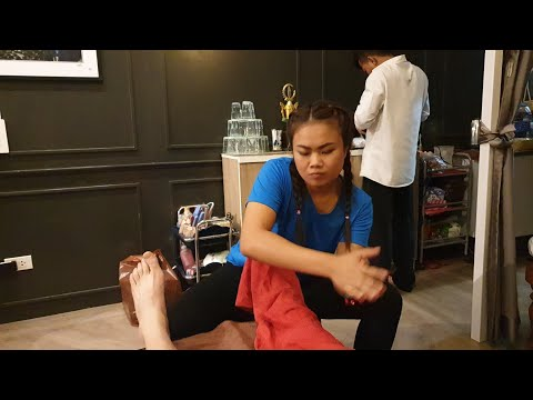 $6 Thai Foot Massage by Teanna in Bangkok Thailand's Chinatown (Yaowarot) at Bee Bee Massage Shop