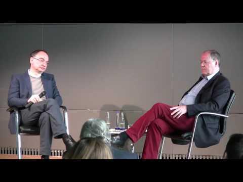 Peer Steinbrück im Gespräch mit Nico Fried