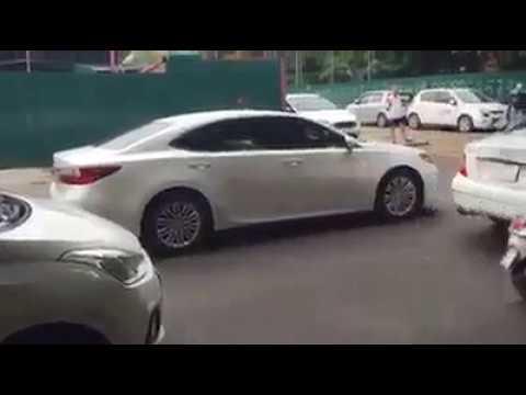 Nữ tài xế Lexus GS350 đi ngược chiều bị dạy cho một bài học