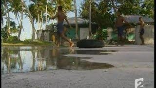 [L'atoll de Tuvalu menacé par les grandes marées]
