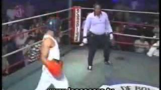 Repeat youtube video Funny Video - soldato americano viene massacrato in un incontro di box amatoriale-