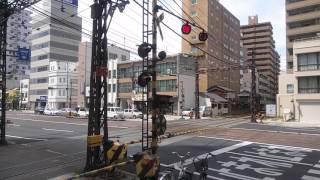 日本で唯一、郊外電車とちんちん電車のダイヤモンドクロス