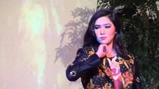 Video Isyana Sarasvati - Tu la Miastellasei download MP3, 3GP, MP4, WEBM, AVI, FLV April 2018