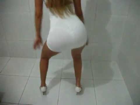 Axe - Dança da Bundinha - Loirinha de Vestido