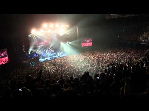 Noel Galagher - High Flying Birds - Dont Look Back In Anger  - O2 Dublin 17/02/2012 - FULL HD