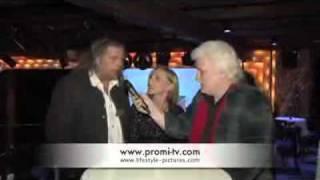 Repeat youtube video Promi-TV Präsentiert Corina Huttner und Thomas Lerchenberger über Indira Weis