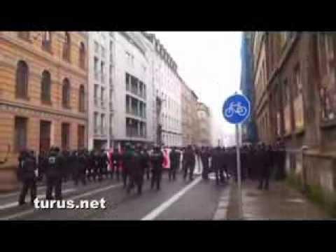 Fans des FC Hansa Rostock marschieren durch Leipzig