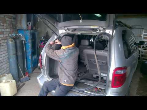 Механизм поднятия задней двери Крайслер Вояджер,Таун Кантри,Додж Караван.