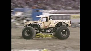 Freestyle Bulldozer Monster Jam World Finals 2001