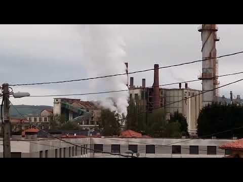 """Los vecinos de Duález denuncian ruidos """"insoportables"""" procedentes de la fábrica de Sniace"""