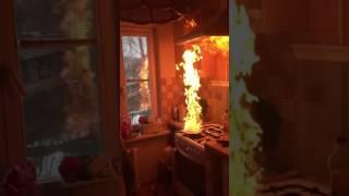 ЧТО БУДЕТ, ЕСЛИ НАЛИТЬ ВОДУ В ГОРЯЩЕЕ МАСЛО? / Pan of fire