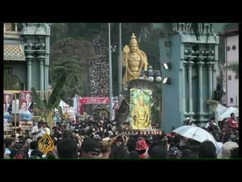 Thousands throng Hindu