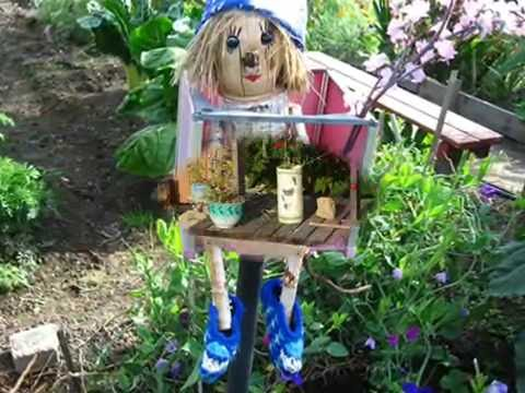 Как украсить двор из поделок