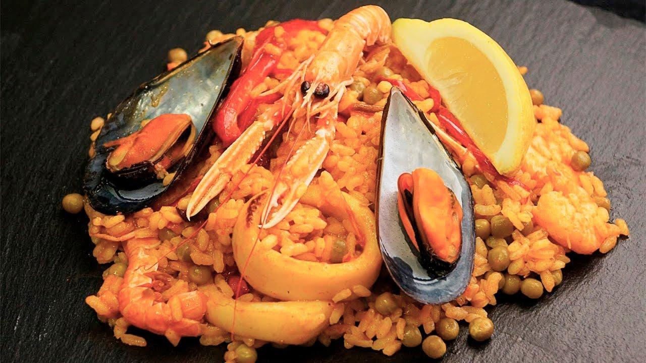 Paella de marisco receta de paella espa ola muy f cil - Youtube fideua de marisco ...