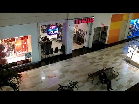 Shopping at Crossgate mall, Albany, New York, Amer