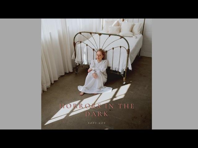 """Sofi Gev """"Horrors In The Dark"""" - Raccontare il dolore con la musica"""