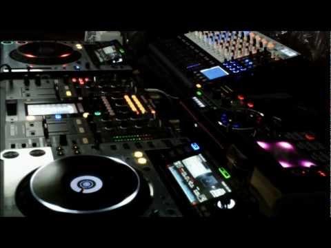 Nero vs Skrillex (Dubstep 40 min Mix)
