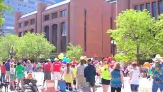 США .Где Люди!? А люди на гей параде!