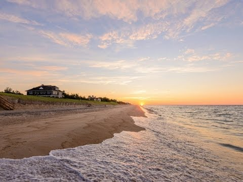 The Inimitable Waterfront Living of The Hamptons, New York