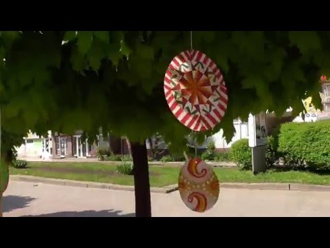 Eggs on the trees in Rivne (Ukraine) become a real local Easter tradition