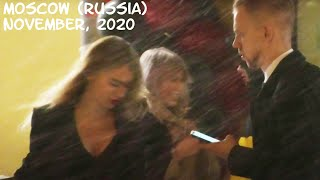 Walking Moscow (Russia): snowstorm in the city, many people, pretty Russian girls / November 2020