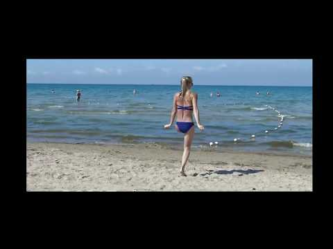 amputee girl on the beach